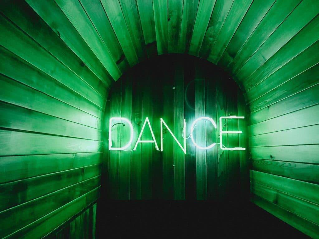 est-ce que danser est une bonne façon de brûler des calories ? Et combien de calories pouvez-vous brûler lorsque vous dansez dace